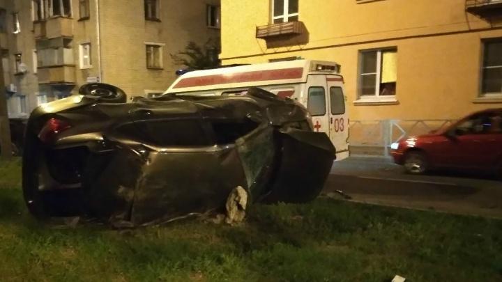В Тольятти на перекрестке столкнулись «Опель» и «Гранта», есть пострадавшие