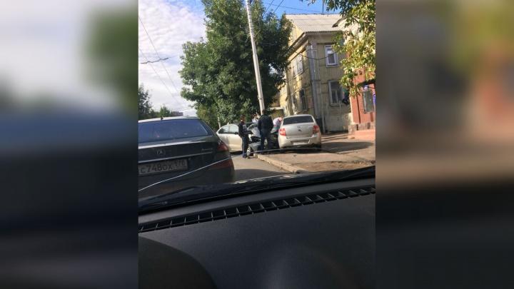 Массовая авария в центре Уфы: внедорожник столкнулся с двумя легковушками