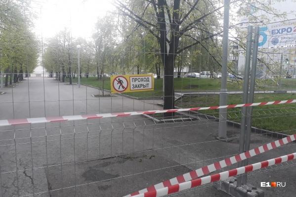 Сквер закрыли для прогулок