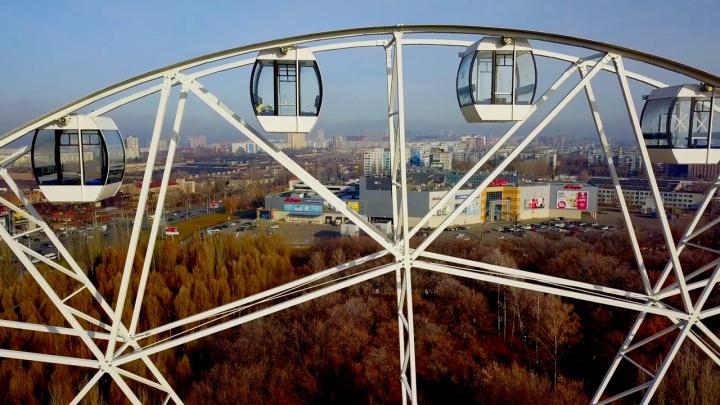 Аттракцион готов: на колесо обозрения в парке Гагарина повесили теплые кабинки