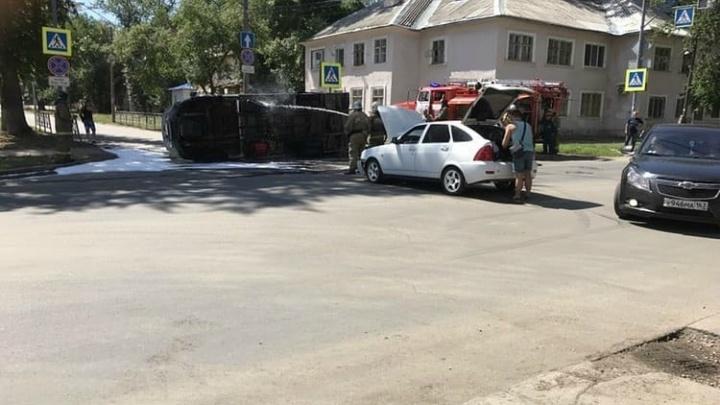 На Каховской — Свободы «Приора» завалила грузовик на бок