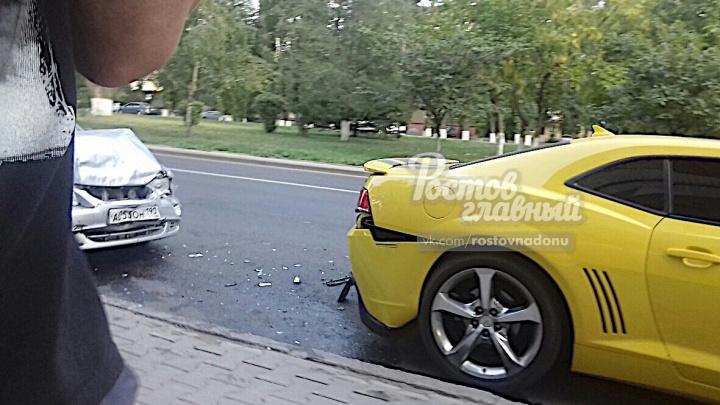 В центре Ростова разбился трансформер Бамблби: три автомобиля столкнулись «паровозиком»