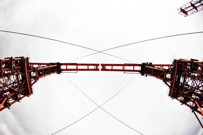 Весной 2014 года&nbsp;пролёты свода сомкнули на высоте в 72 метра. Так, арка Бугринского моста стала самой высокой в России. Более того, её собирали продольной надвижкой — вверх под углом в 45 градусов. По словам инженеров, до этого таким никто не занимался<br>