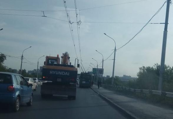 Троллейбусы встали на проспекте Маркса и Октябрьском мосту