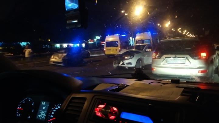 Массовая авария на трассе Уфа — аэропорт: один из автомобилей превратился в груду металла