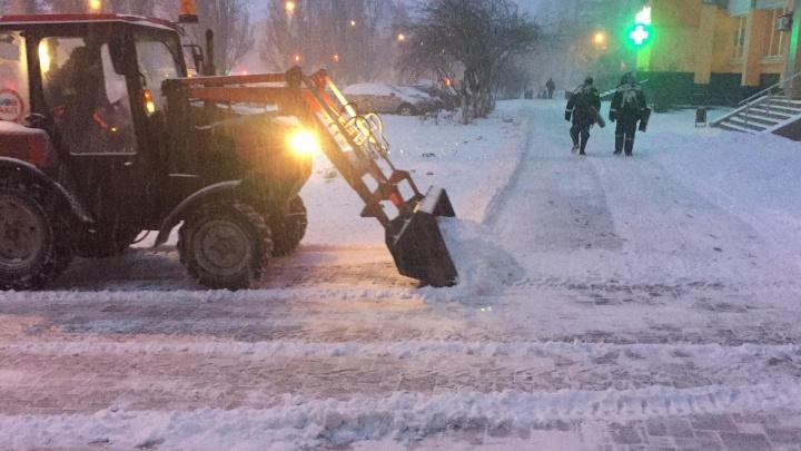 Вывезут уже ночью: как прошёл снегопад в Самаре