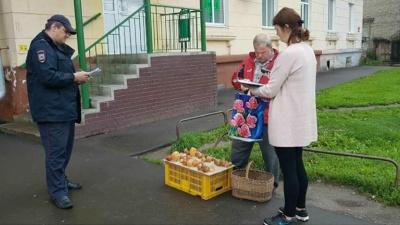 «Торгуют опасными продуктами»: в Ярославле разогнали уличных торговцев грибами