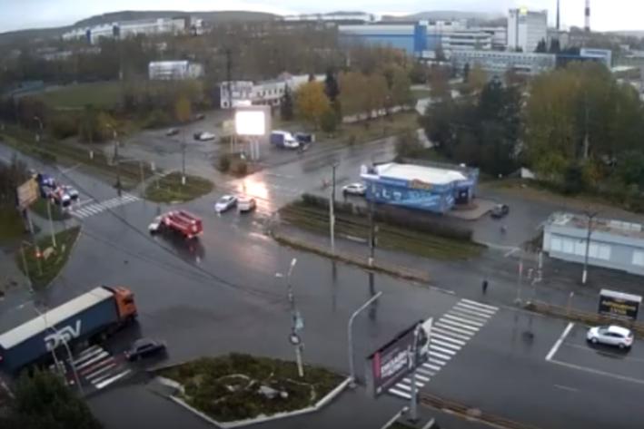 Пожарная ехала на красный, но выполняла в этот момент спецзадание