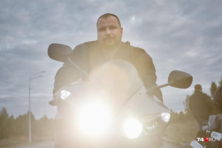 Николай Панков признаётся, когда пересел на мотоцикл, стал более дисциплинированным водителем