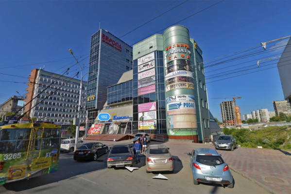 За ТЦ «Европа» на Красном проспекте появится парковка
