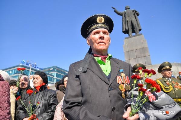 Боевые ордена Великой Отечественной войны стоят 8–10 тысяч рублей, рассказал коллекционер