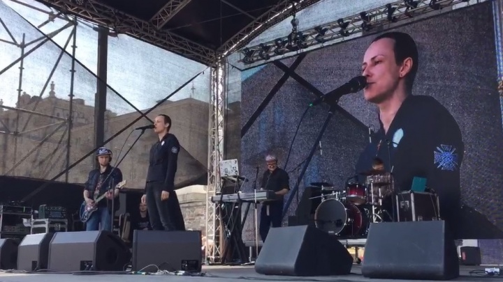 """""""Пожалуйста, не стреляйте"""": Чичерина посвятила первую песню концерта на Плотинке жертвам теракта в Питере"""