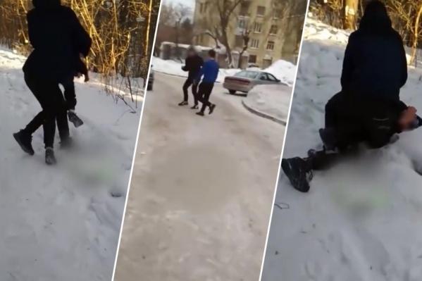Драка подростков попала на видео