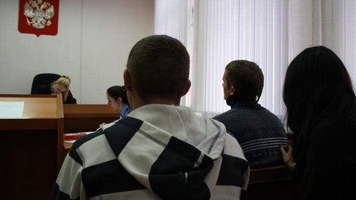 В Екатеринбурге осудили мужчину, который подрался с пьяной компанией, шумевшей в автобусе