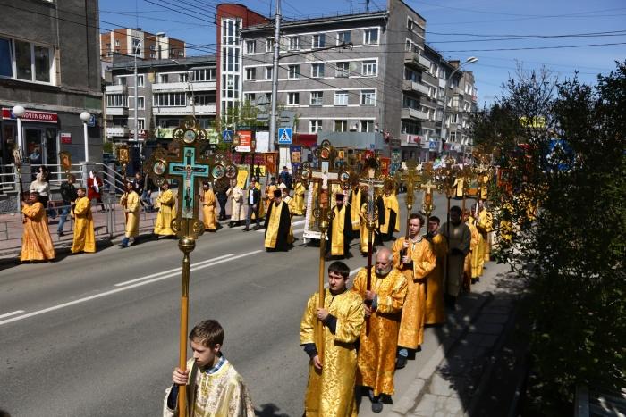 Крестный ход на Красном проспекте