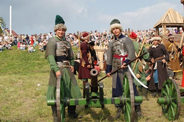 Также омичи увидят исторические бои и примут участие в различных мастер-классах