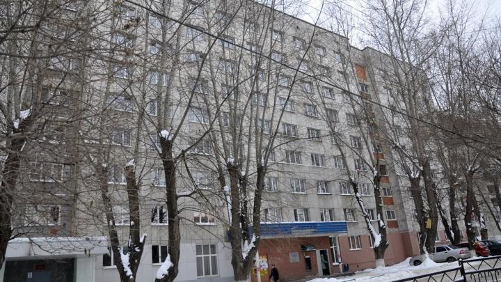 К концу зимы в Кировском районе вырубят тополя