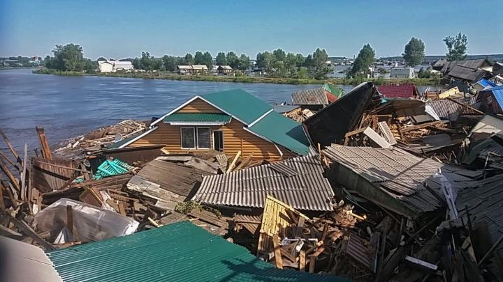 «Все машины стоят, отрезан путь»: семья новосибирцев застряла в Иркутской области из-за наводнения
