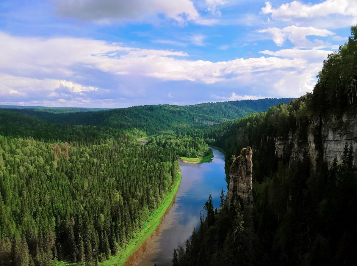 Снимок Екатерины Мудриловой, сделанный с высоты каменных Усьвинских столбов, занял третье место