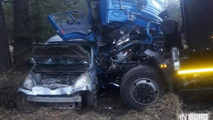 В аварии на Ново-Московском тракте мусоровоз снесToyota и Renault