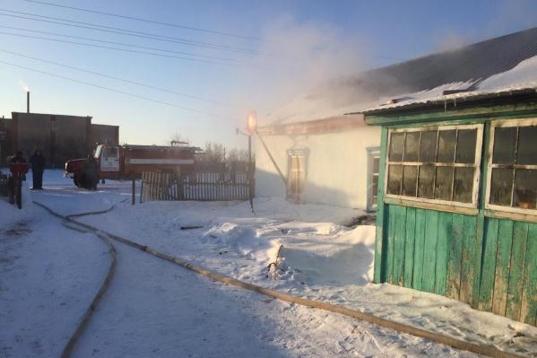 В деревне Явлено-Покровка Павлоградского района загорелся частный дом. Причины пожара, унёсшего две жизни, пока не известны