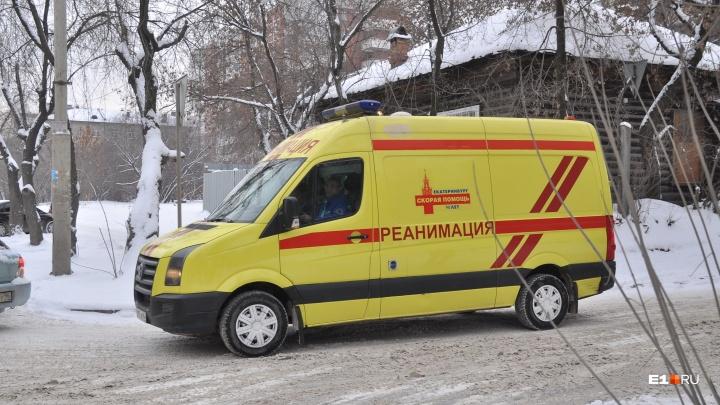 В воинской части рабочий из Екатеринбурга упал с высоты и впал в кому