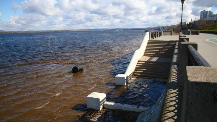Вода пошла: в Самаре затопило пляжи