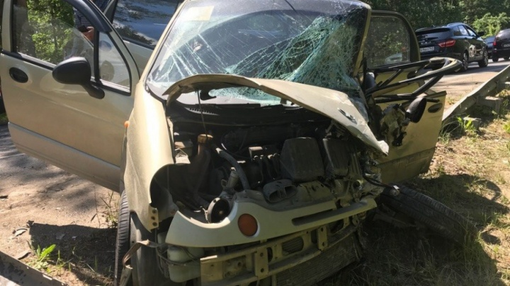 Малолитражка — всмятку: в Тольятти столкнулись Daewoo Matiz и такси