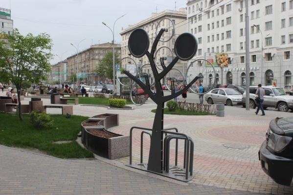 Без велопарковки сегодня нельзя представить себе ни один уважающий себя офис. Фото Стаса Соколова