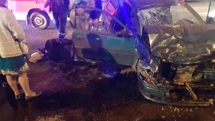 «Машины в хлам»: на севере Волгограда произошло жесткое ДТП