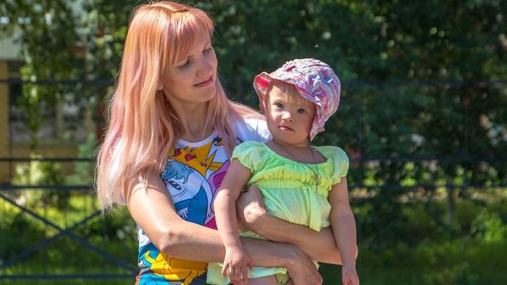 «Мне предлагали отказаться от ребёнка»: мама девочки с синдромом Дауна — о жизни и надеждах