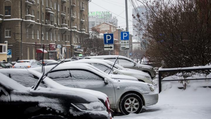 Буксуем в каше: машины утонули в новосибирских снегах