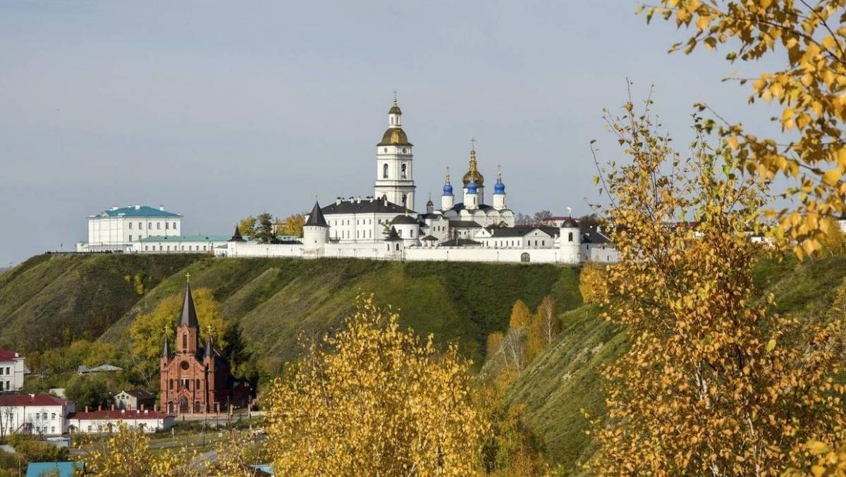 Под горой, в нижней части Тобольска, есть римско-католический костёл: в Сибири селилось много ссыльных из Польши и Литвы. В костёле проходят концерты органной музыки