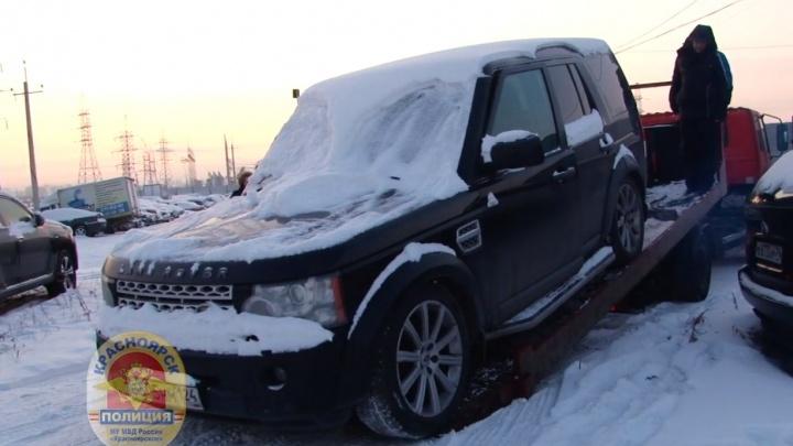 Угнанный в Москве Land Rover обнаружили при постановке на учет в Красноярске