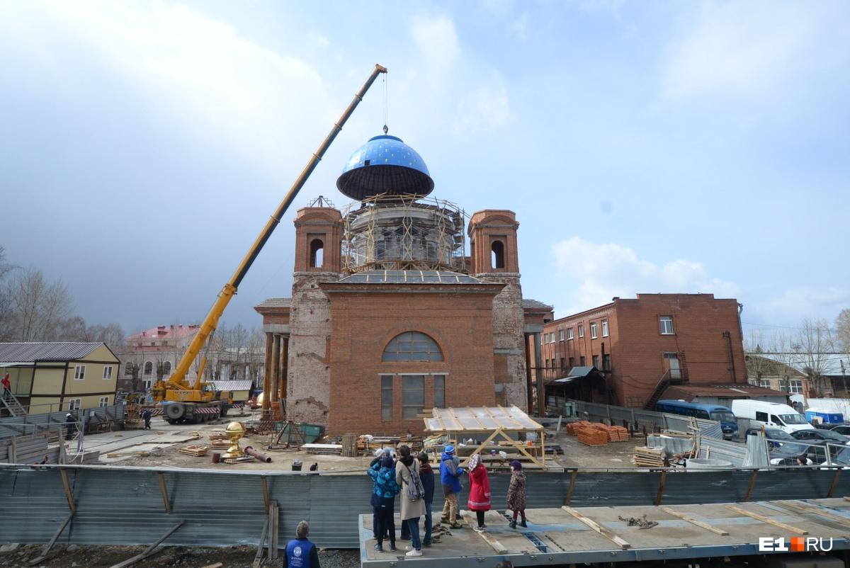 А диаметр главного купола Успенского собора— 10,8 метра