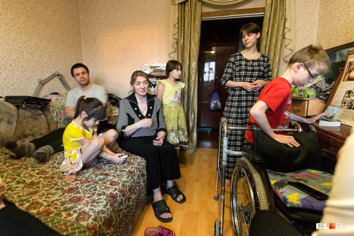 Елена говорит, что в их семье дети никогда не услышат ссор и криков