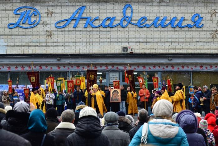 Академический молебен: по улице Ильича прошел крестный ход