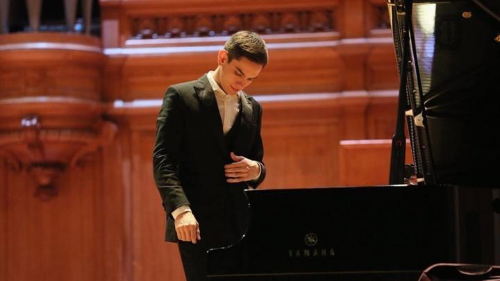 «Клавиши заменяли ему игрушки»: молодого челябинца назвали одним из лучших пианистов мира