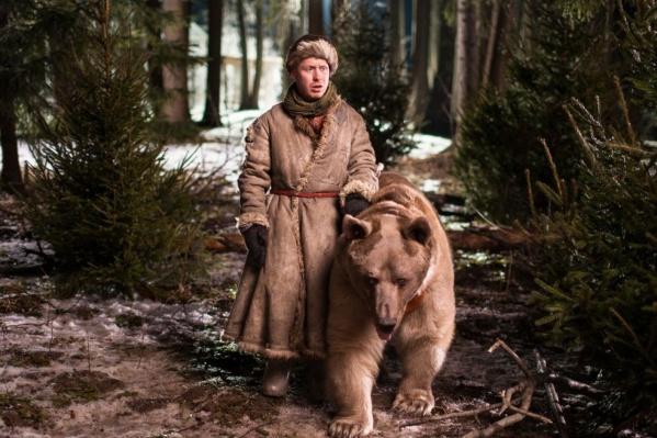В одном из новогодних фильмов партнером Антона Богданова по съемкам стал настоящий медведь