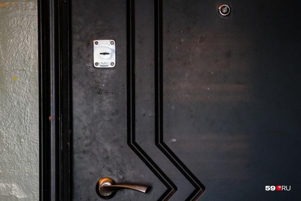 Соседи уговорили участкового вскрыть дверь только через две недели