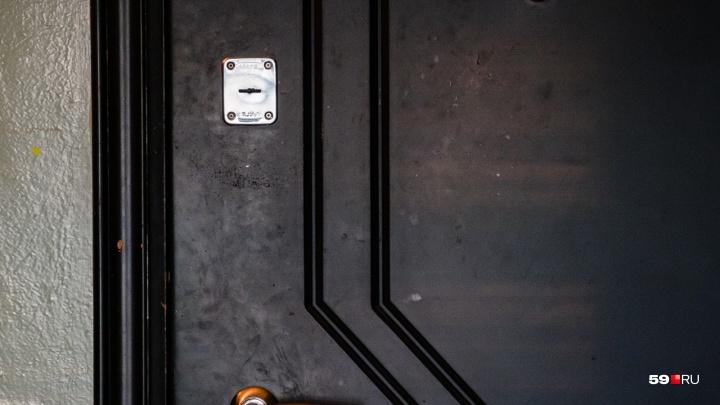 В квартире в Перми нашли умершую пенсионерку. Соседи почти две недели просили полицию вскрыть дверь