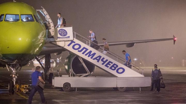 «Врачи забежали, когда приземлились»: самолёт вернулся в Толмачёво из-за больного пассажира