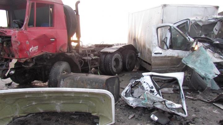 Два человека погибли в ДТП с грузовиками на Пермском и Тюменском трактах