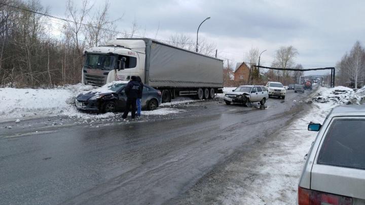 Начальник ГИБДД Полевского влетел на своей Mazda в фуру