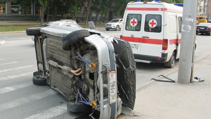 Перевернувшаяся машина раздавила выпавшего из нее водителя