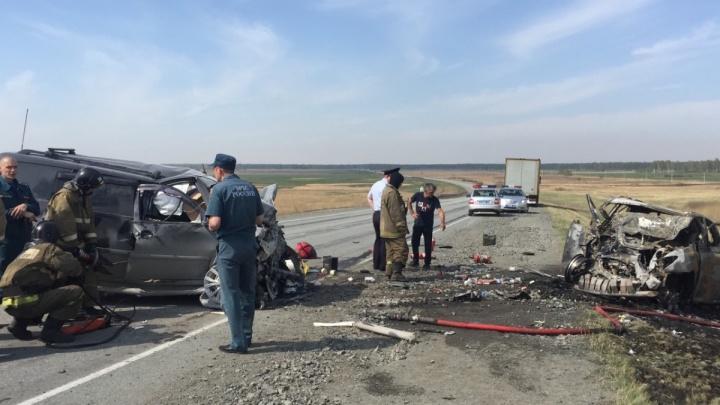 Житель Башкирии погиб в ДТП под Челябинском. Lexus, где он ехал, столкнулсяс Mitsubishi и загорелся