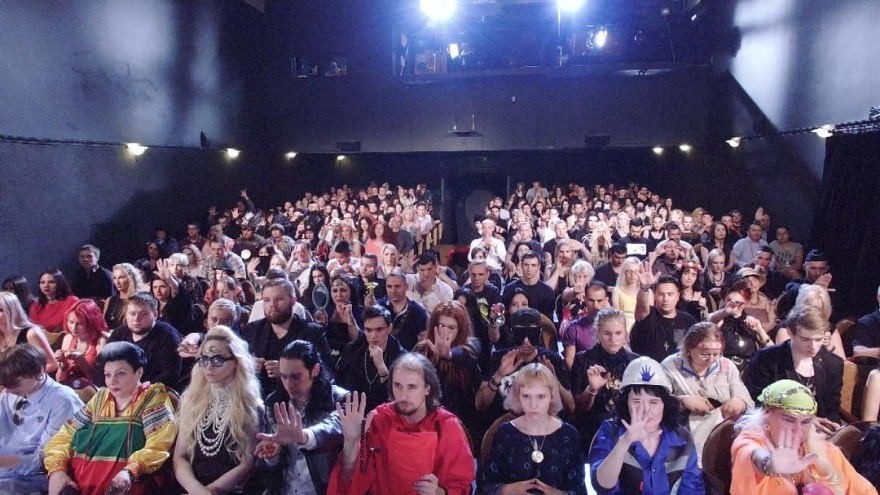 Едим суп в театре, ботаем по фене, участвуем в «Битве экстрасенсов»: куда пойти на выходных