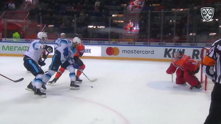 Видео: гол хоккеиста «Сибири» попал в рейтинг лучших за неделю