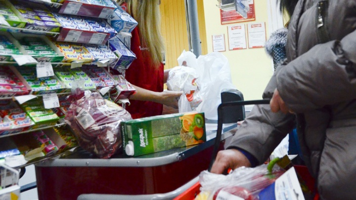 Эксперты нашли в магазинах Красноярска пельмени с соей и сметану с кишечной палочкой