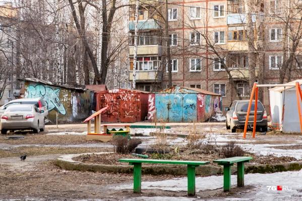 На 9-летнего мальчика около детской площадки напал мужчина